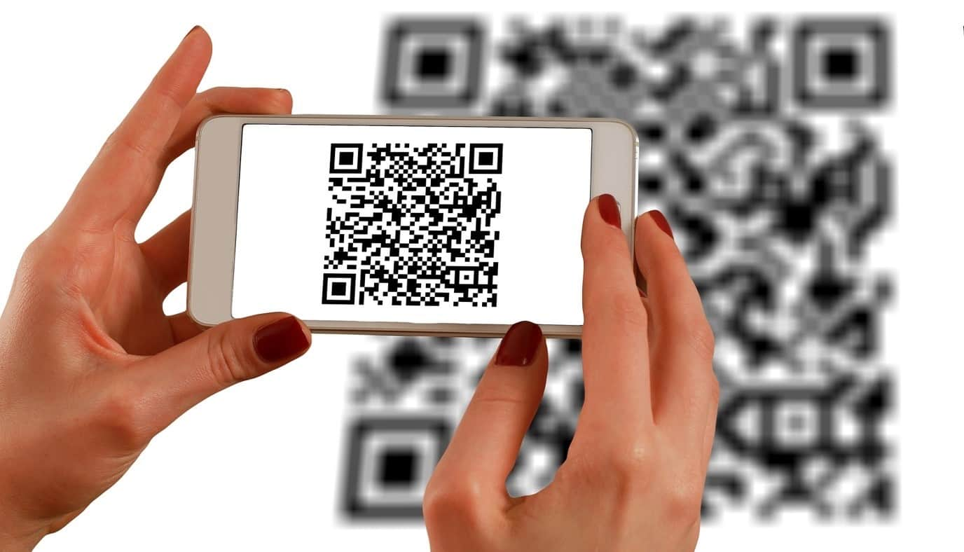 content/en-za/images/repository/isc/2020/9910/a-guide-to-qr-codes-and-how-to-scan-qr-codes-1.jpg