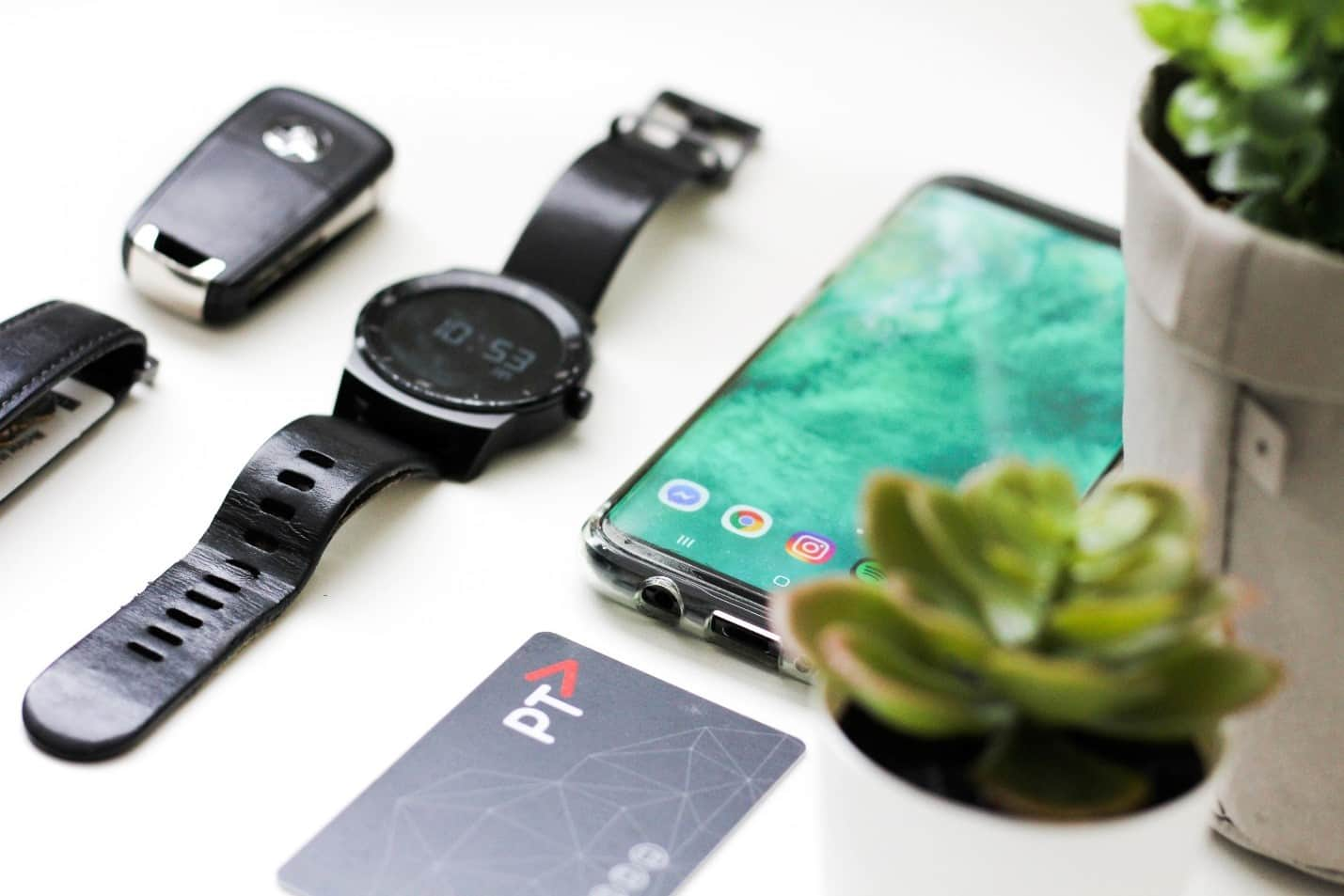 content/en-za/images/repository/isc/2020/9910/should-you-worry-about-smartwatch-security-1.jpg