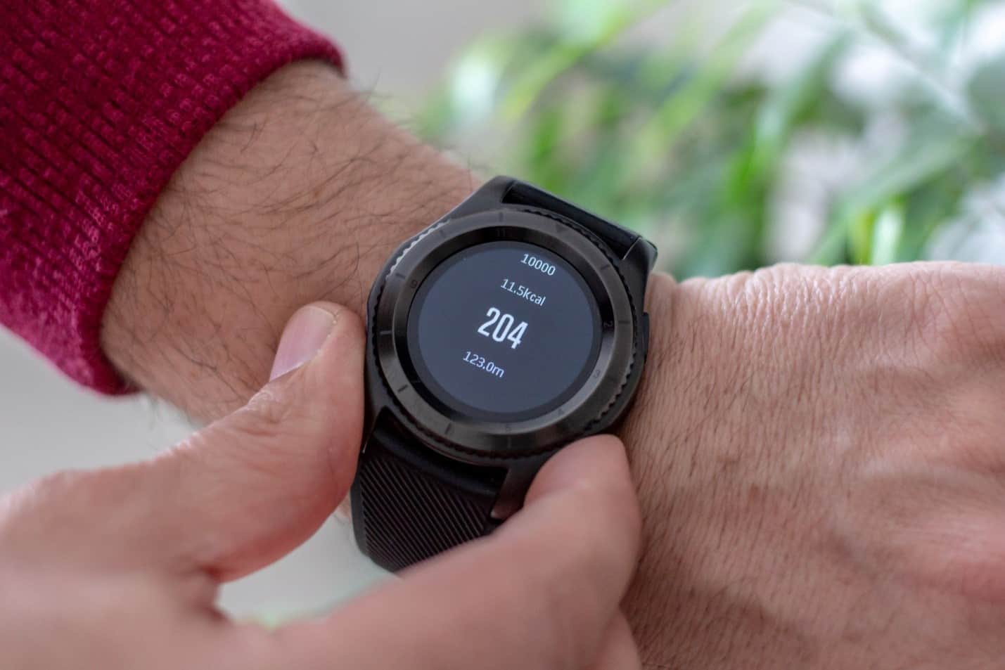 how to use a smartwatch safely